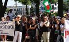 Personel szpitala nr 2 protestował przez Urzędem Marszałkowskim