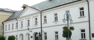 Budynek obecnego I LO w Rzeszowie. Fot. facebook.com/ILORzeszow