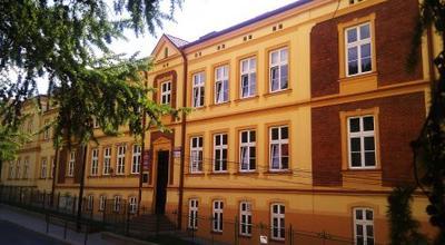 Darowizna samorządu województwa dla powiatu łańcuckiego (budynek szkoły medycznej)
