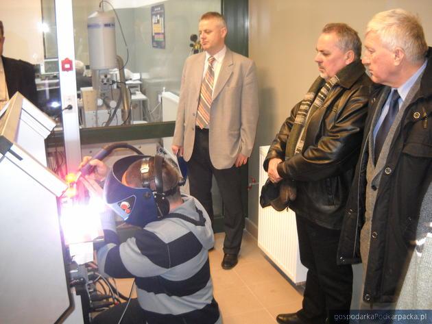Praca na trenażerze spawalniczym w Inkubatorze Technologicznym w Stalowej Woli, fot. ITSW