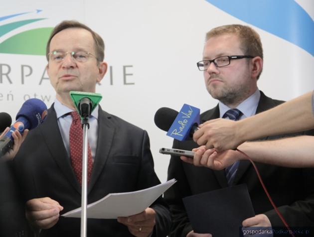 Od lewej marszałek Władysław Ortyl i dyrektor Michał Tabisz. Fot. Daniel Kozik/UMWP