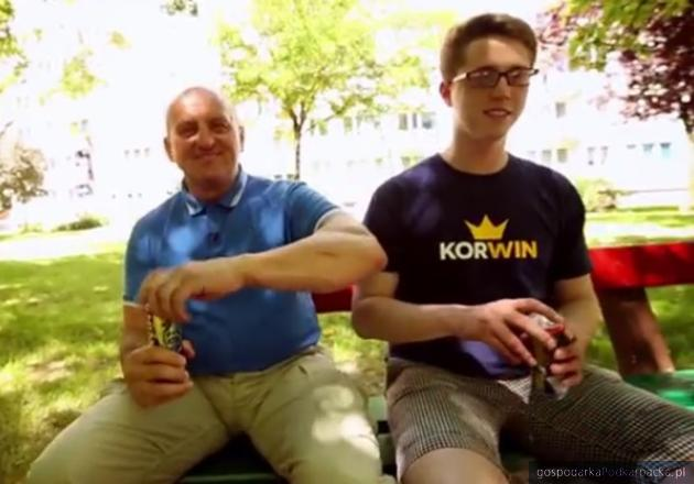 Od lewej Marian Kowalski i Radosłąw Mrozowicz, kadr ze spotu reklamowego. Fot. MVP