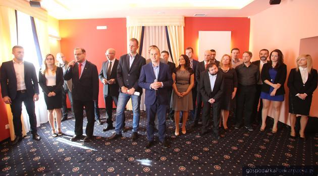 Kandydaci komitetu Kukiz\'15 z województwa podkarpackiego. Fot. Virtus