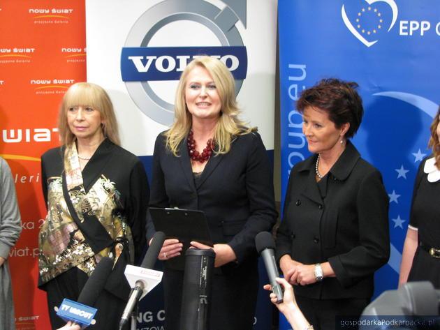 Od lewej: iga Dżochowska, Elżbieta Łukacijewska i Jolanta Kwaśniewska, fot. Adam Cyło