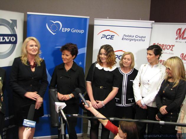 Od lewej Elbieta Łukacijewska, Jolanta Kwaśniewska, Izabela Kołodziej, Danuta Kowalczyk, Justyna Szepieniec, Małgorzata Kucharska, fot. Adam Cyło