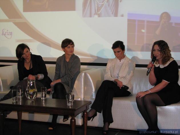 Od lewej: Marta Podulka, Olga Frycz, Justyna Szepienic i Izabela Kołodziej, fot. Adam Cylo