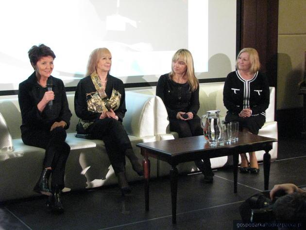 Od lewej Jolanta Kwaśniewska, Iga Dżochowska, Małgorzata Kucharska, Danuta Kowalczyk, fot. Adam Cyło