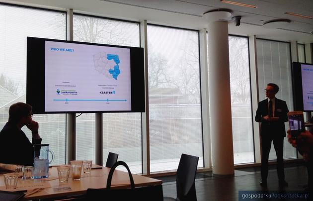 Paweł Kielanowski z Klastra IT prezentuje potencjał naszych firm informatycznych. Fot. Archiwum UMWP