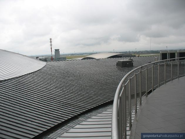 Dach Centrum Wystawienniczo-Kongresowego. W tel Port Lotniczy Rzeszów-Jasionka. Fot. Adam Cyło