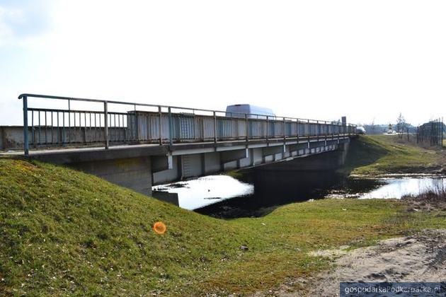 Opóźnienie na przebudowie mostu w Przyszowie