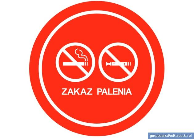 """Nowy znak """"Zakaz palenia"""" dotyczy e-papierosów"""