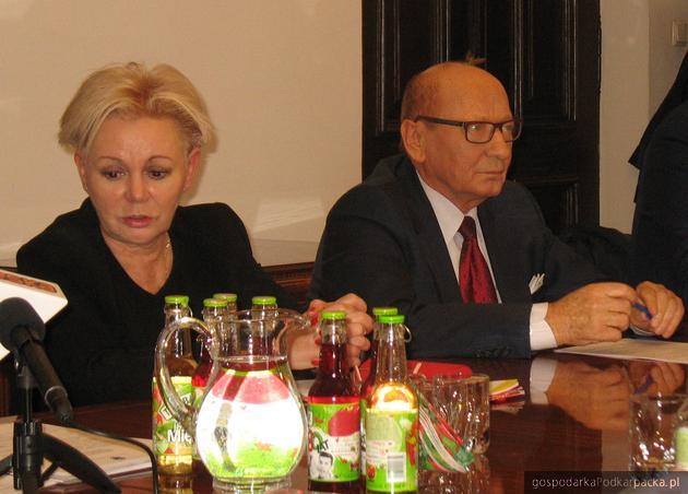Posłanka Krystyna Skowrońska z prezydentem Rzeszowa Tadeuszem Ferencem podczas konferencji na temat utworzenia Urzędu Celno-Skarbowego. Fot. Adam Cyło