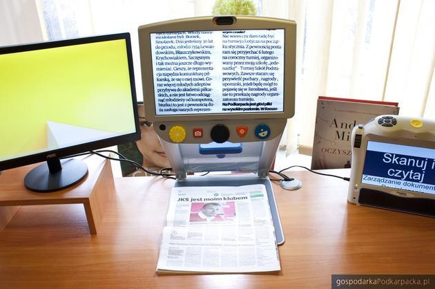 Ułatwienie dla ludzi ze słabym wzrokiem w rzeszowskich bibliotekach