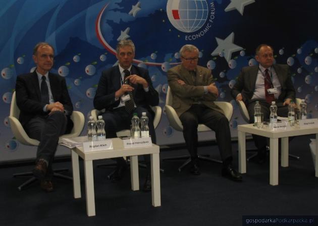 Od lewej Bogdan Klich, Paweł Poncyliusz, Marek darecki i Ołeh Dubicz
