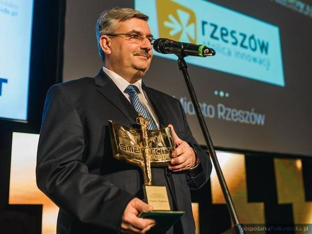Marek Ustrobiński ze statuetką