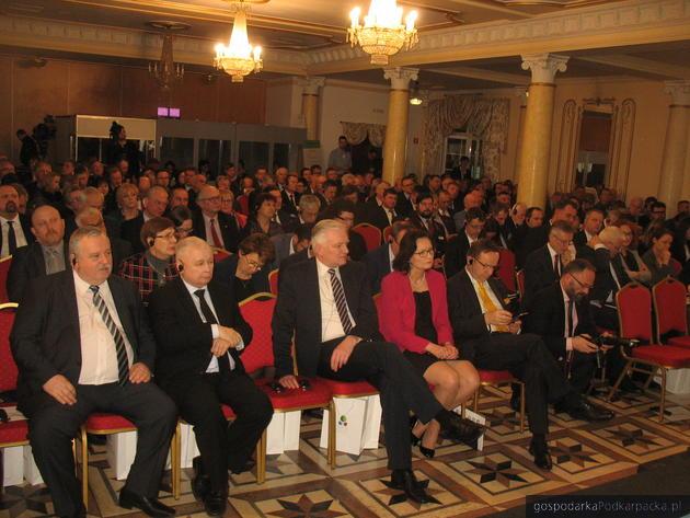 Od lewej Artur Balazs, Jarosław Kaczyński, Jarosław Gowin, Ewa Leniart, Władysław Ortyl. Fot. Adam Cyło