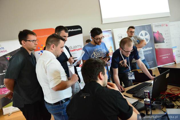 Hackathon Rzeszów 2017 – wygrała aplikacja umożliwiająca zbiórki pieniężne