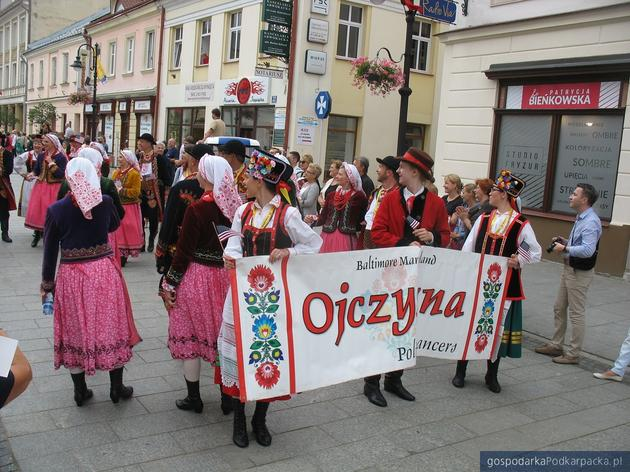 Korowód polonijnych zespołów folklorystycznych w Rzeszowie