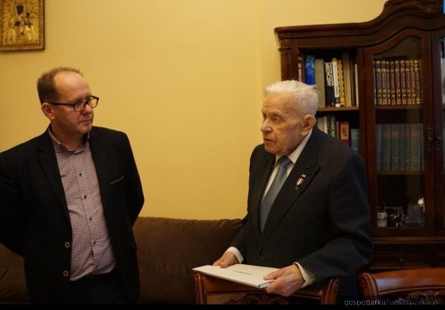 Zbigniew Lazarowicz z burmistrzem Dębicy Mariuszem Szewczykiem