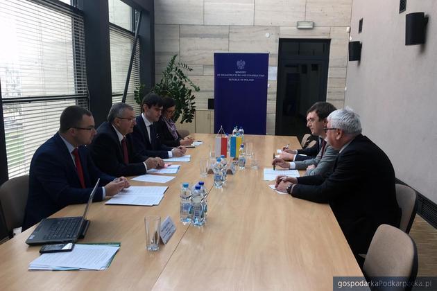 Rozmowy ministra Andrzeja Adamczyka z ministrem Wołodymyrem Omeljanem