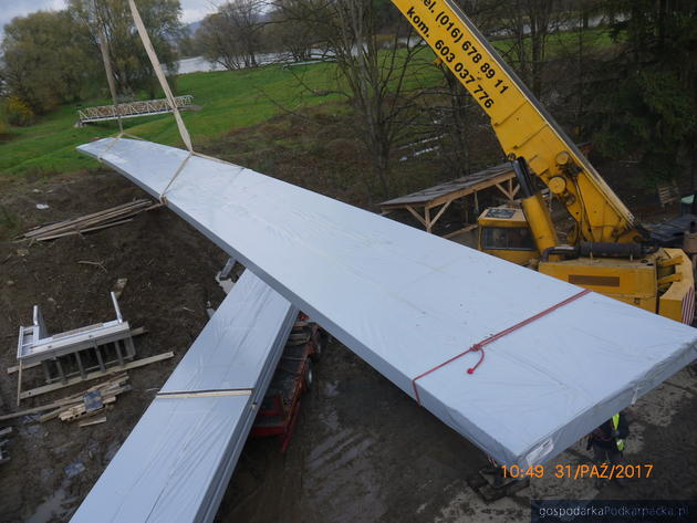 Budowa basenów w Sanoku – wkrótce montaż dachu