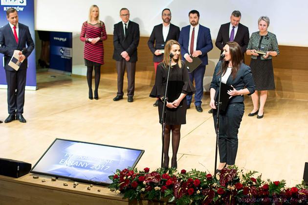 Przy mikrofonach od lewej - Wioletta Choma-Wiatek (WSIiZ) i Małgorzta Michalska (UR) - koordynatorki AIP