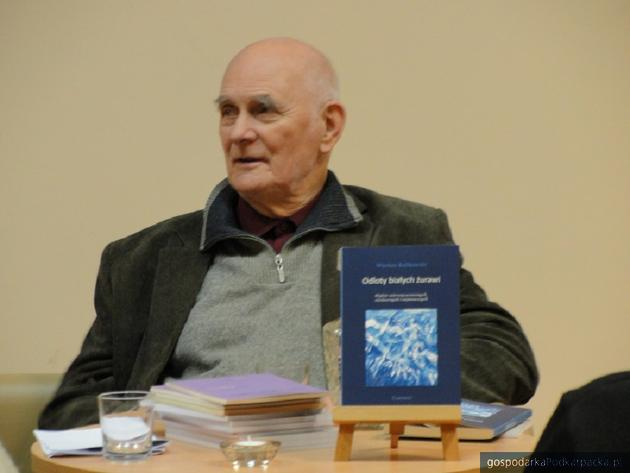 """""""Odloty białych żurawi"""" - tomik poezji Wiesława Kulikowskiego"""