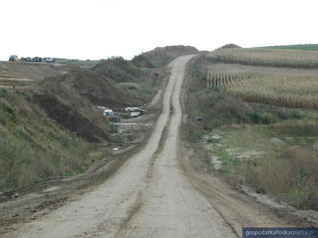 Na ceny gruntów rolnych ma wpływ także budowa autostrad. Na zdj. okolice Jarosławia, fot. Adam Cyło