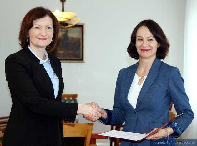 Od lewej Ewa Leniart i Lucyna Podhalicz