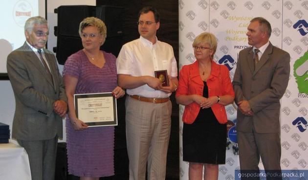 Mieczysałw Łagowski, prezes IPH w Rzeszowie, dwoje przedstawicieli firmy Ankol oraz Teresa Kubas-Hul i Wiesław Rygiel, fot. Adam Cyło