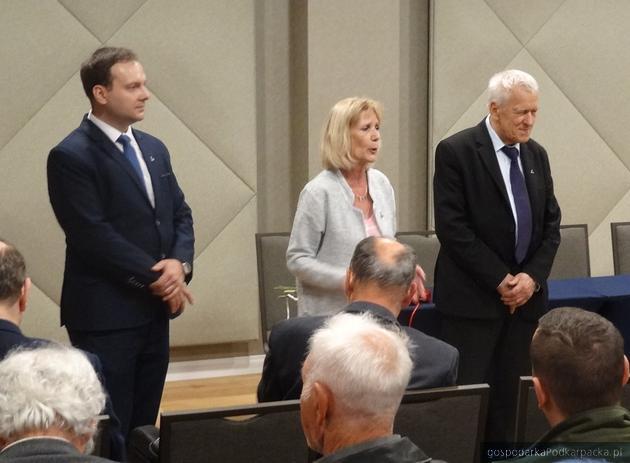 Od lewej Grzegorz Krzeszowski, Krystyna Szkutnik i Kornel Morawiecki