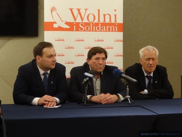 Od lewej Grzegorz Krzeszowski, Wiesław Walt i Kornel Morawiecki