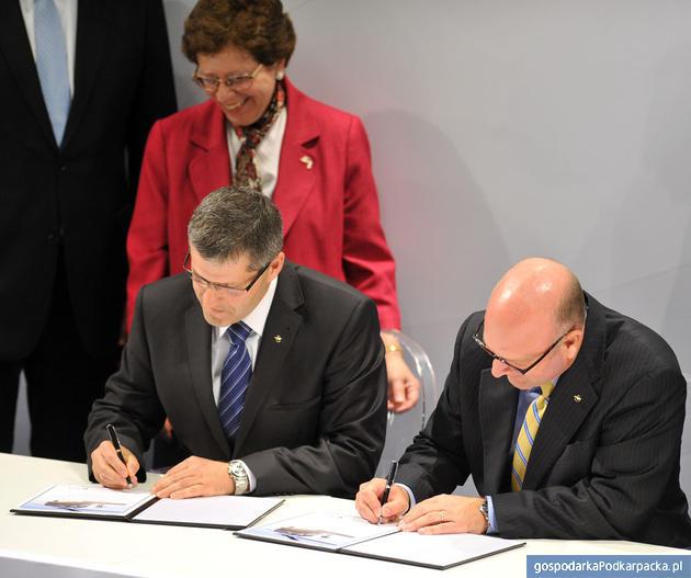 Podpisanie umowy, fot. PZL Mielec