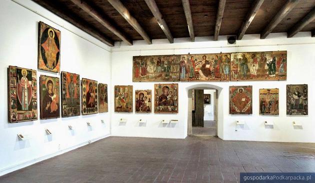 Fragment ekspozycji sztuki cerkiewnej z ikonami z XV i XVI w. Fot. Dariusz Szuwalski