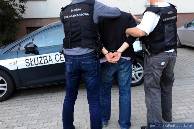 CBŚ i Administracja Skarbowa zatrzymały wyłudzaczy VAT