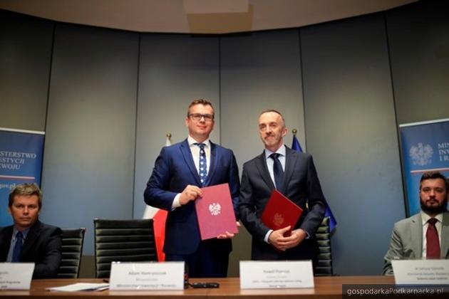Uroczyste podpisanie umowy z ABSL. Fot. B.Kosiński/MIiR