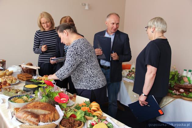 Członkowie kapituły podczas pracy. Fot. Anna Bielańska