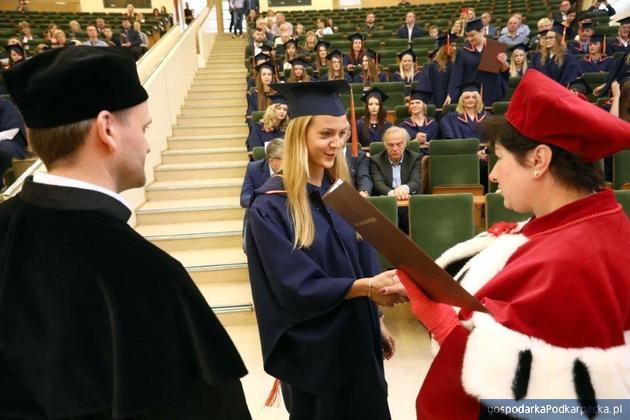 Studenci WSPiA odebrali dyplomy