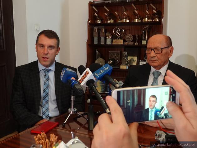 Od lewej: sekretarz miasta Rzeszowa Marcin Stopa i prezydent Tadeusz Ferenc