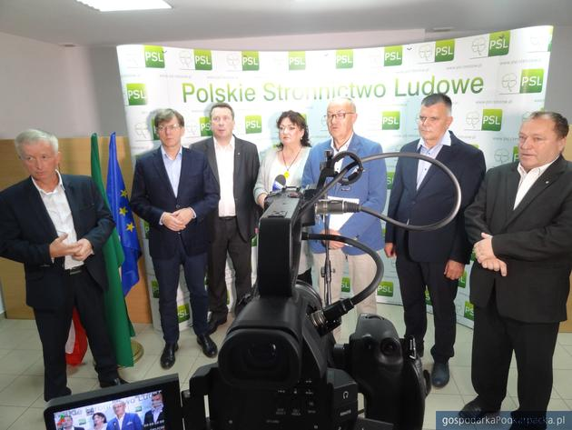 Od lewej Józef Gdański, Dariusz Sobieraj, Zbigniew Micał, Lidia Błądek Mieczysław Kasprzak, Wiesław Lada i Stanisław Bartman. Fot. Adam Cyło