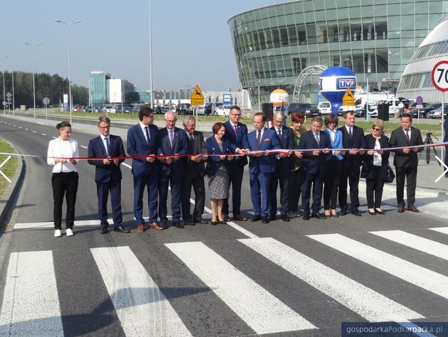 Otwarcie poszerzonej drogi lotniskowej w Jasionce
