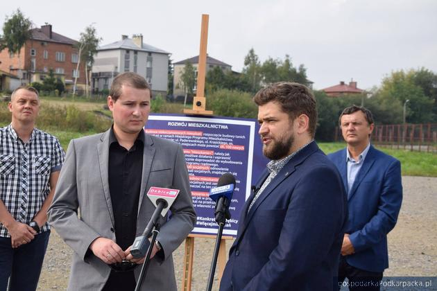 Kandydat na burmistrza Dębicy Mateusz Kutrzeba przedstawił program rozwoju mieszkalnictwa