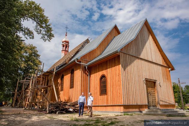 Wólka Niedźwiedzka: Modrzewiowa świątynia jest już większa