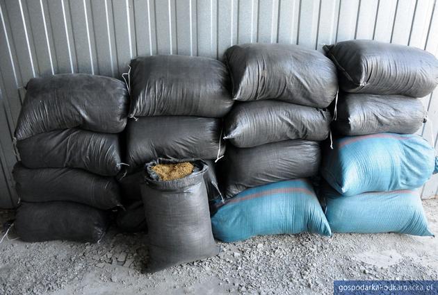Strażnicy graniczni przejęli 200 kg tytoniowej krajanki