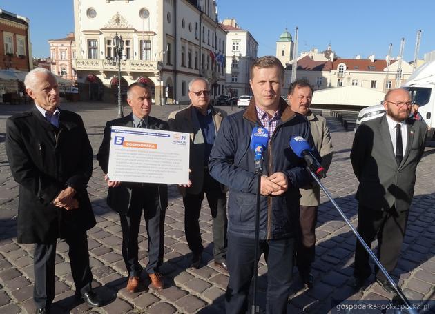 Kandydaci Koalicji Obywatelskiej podczas konferencji prasowej