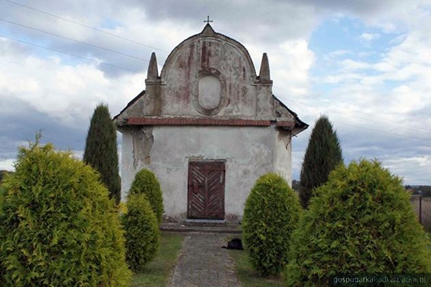Dwie zabytkowe kaplice w Narolu odzyskują dawny blask
