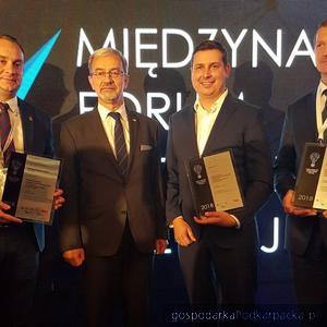 Minister inwestycji i rozwoju Jerzy Kwieciński i prezes Revas Wojciech Pitura