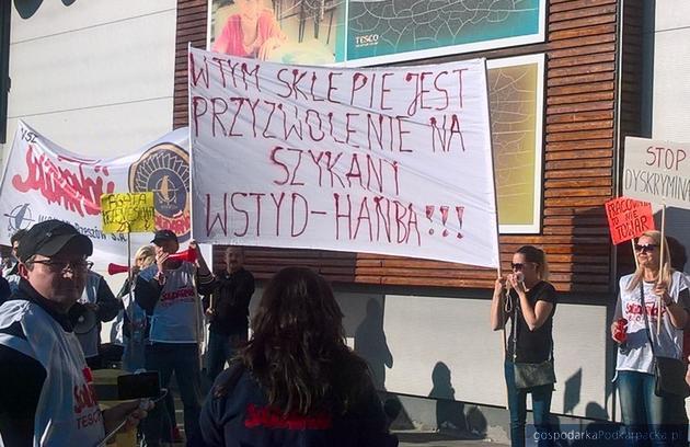 """Pikieta """"Solidarności"""" pod Tesco w Rzeszowie"""
