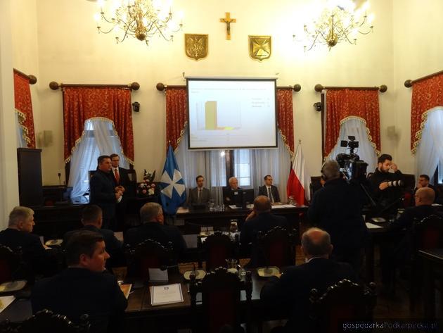 Trwa inauguracyjna sesja Rady Miasta Rzeszowa