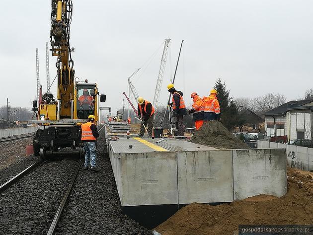 Trwa kolejowa inwestycja w Rzeszowie (dworzec, mosty, nowy przystanek)